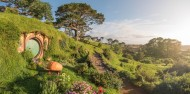 Full Day Tour Hobbiton Movie Set Tour departing Auckland – Headfirst Travel image 3