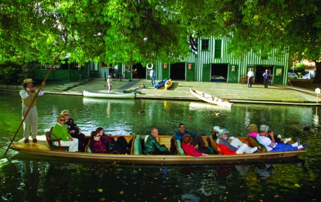Punting on the Avon River and Botanic Gardens - Christchurch